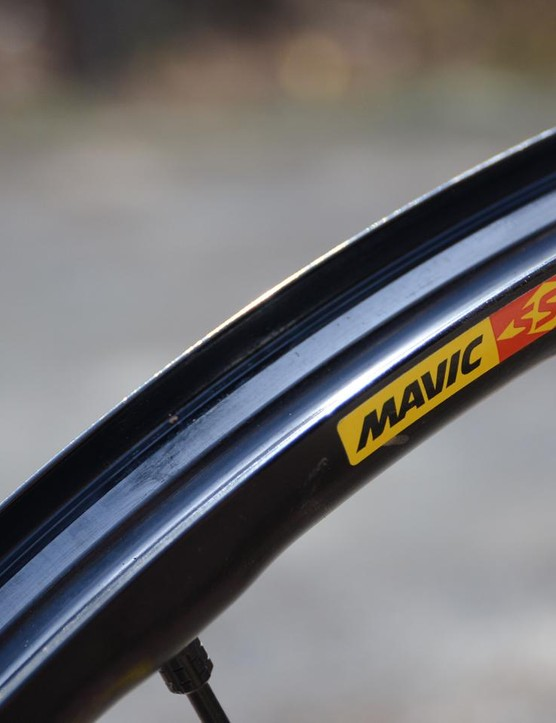 The aluminum rims are hookless for strength and impact protection
