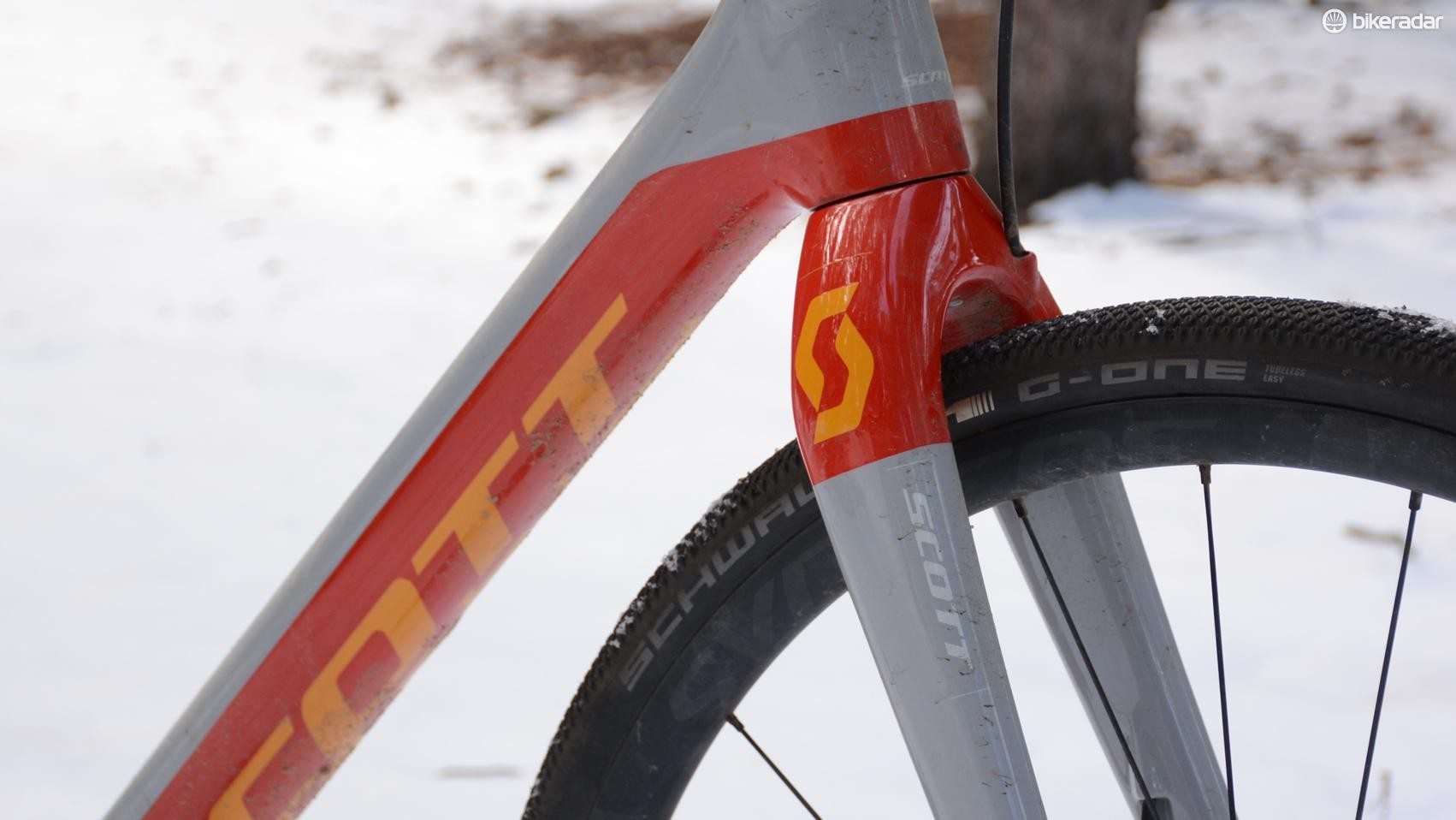 As with the rest of the carbon frame, the fork is light, stiff and precise