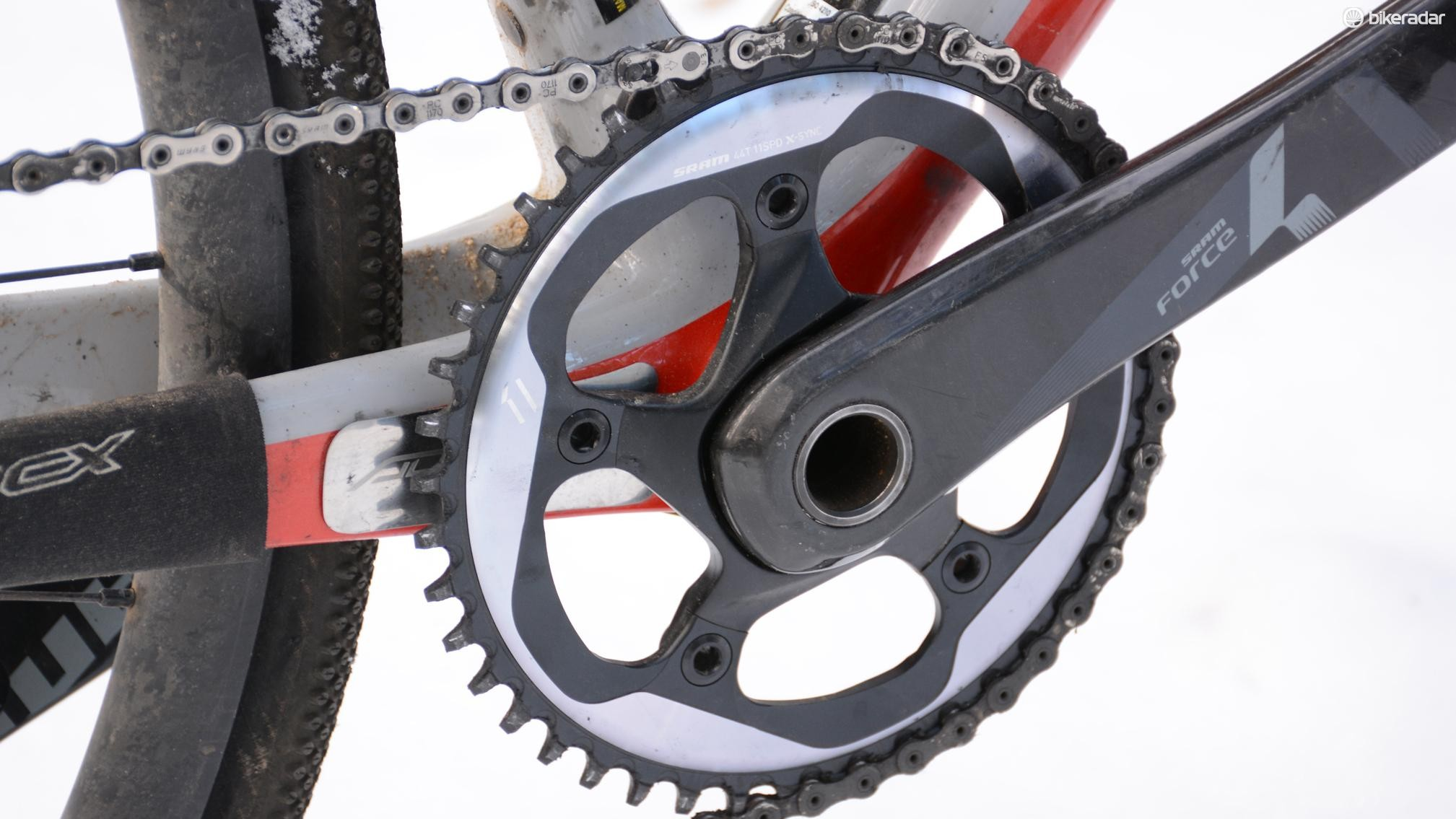 The massive 44t SRAM narrow/wide chainring held the chain without error