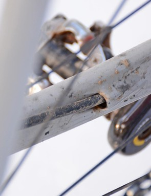 The rear disc brake hose exits neatly near the dropout