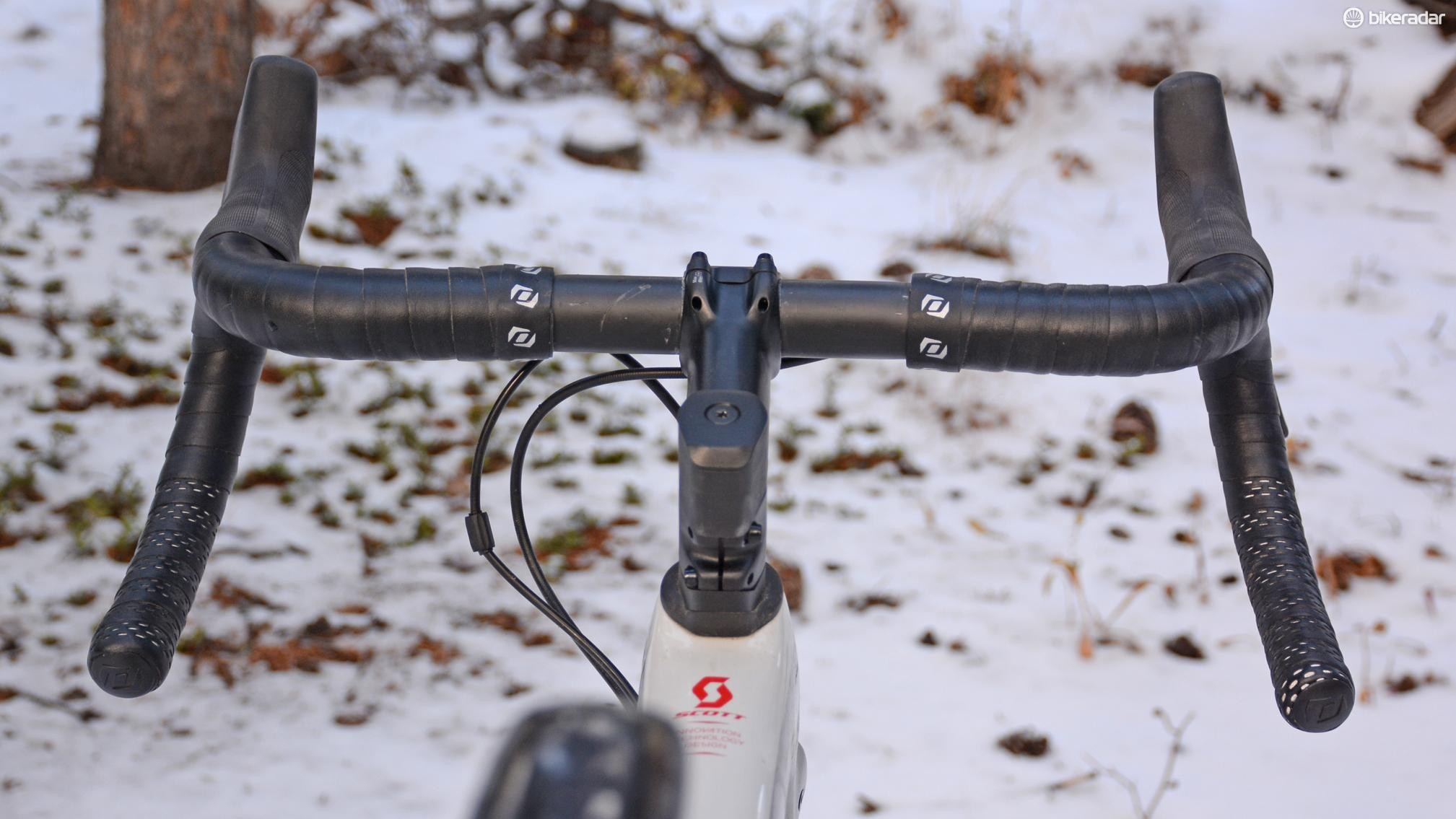 The flared handlebars are one of the differentiating factors between the CX and Gravel Addict bikes