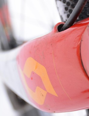 The front brake hydaulic hose enters high on the fork's shoulder