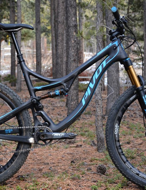 Pivot's Mach 4 Carbon breaks from the norm in wheel size, not in speed