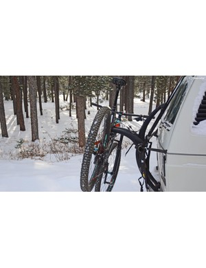 If only hauling a single mountain bike, the outer position worked better