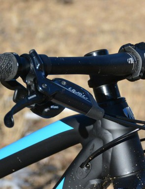 This Bontrager flat bar felt odd at first with its 750mm width but I gradually came to understand why it was spec'd