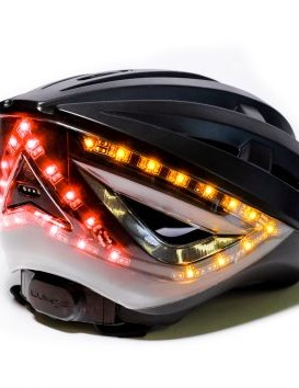 Indicators as well as an automatic brake light are built into the shell of this Lumos lid