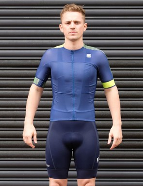 The Sportful Bodyfit Pro Evo jersey has an aggressive fit
