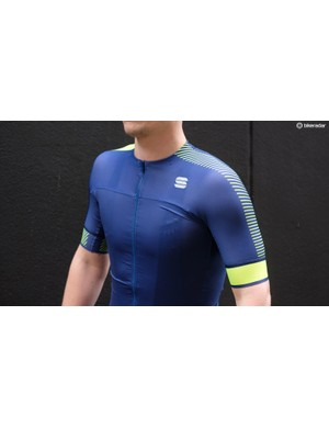 The BodyFit Pro Evo jersey has a low collar and long sleeves