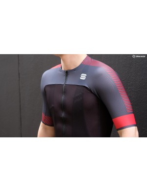 The BodyFit Pro Light jersey weighs just 102g in a size Medium