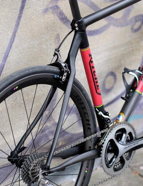 The Carbon Break-away uses slender carbon fibre tubes that taper seamlessly into alloy sections