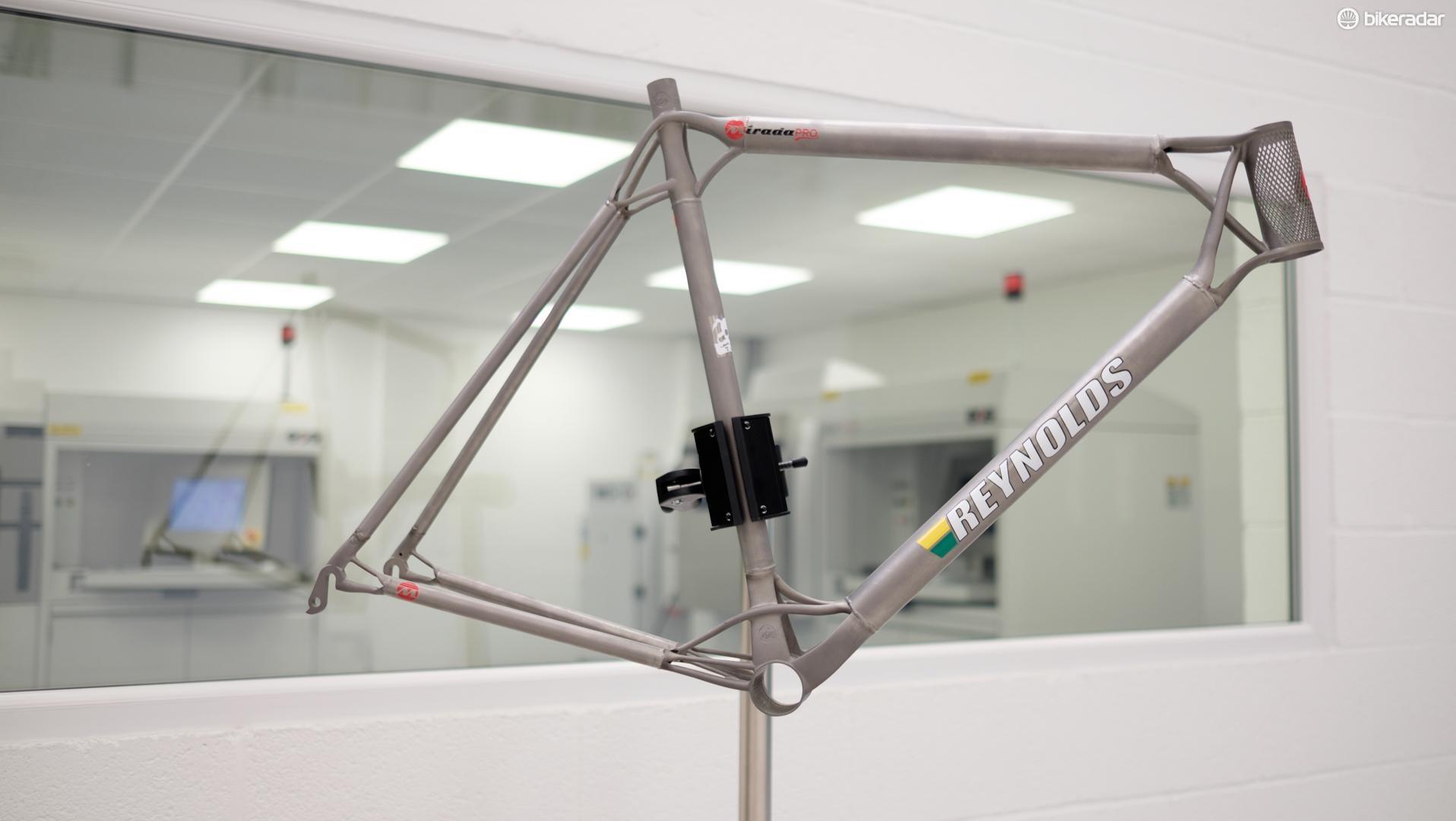 The Mirada Pro frame was assembled by UK framebuilder Ted James Design