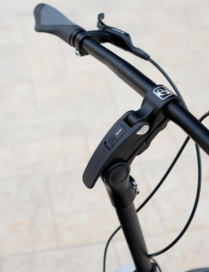 Nope, it isn't your eyes, the adjustable stem of the JIVR intentionally mounts off-centre