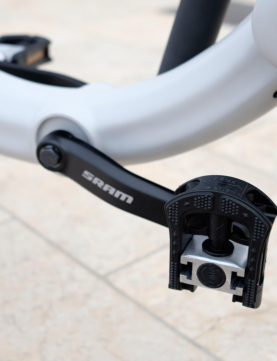 Folding pedals help the JIVR reduce its footprint when folded