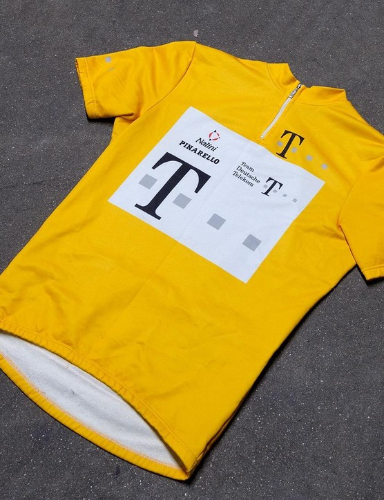 This yellow jersey from Nalini pays homage to Ullrich's memorable 1997 TdF win