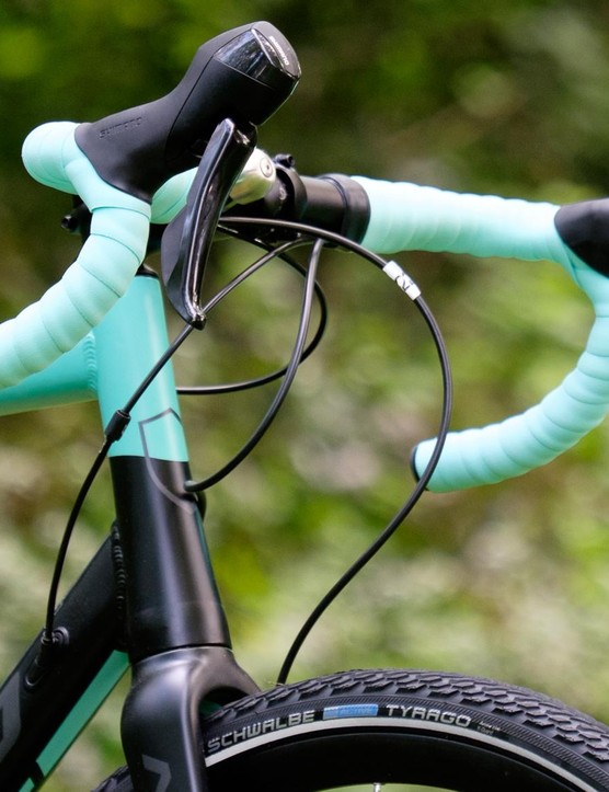 The wide and aggressively flared handlebar draws attention away from Shimano's ungainly RS505 shifters