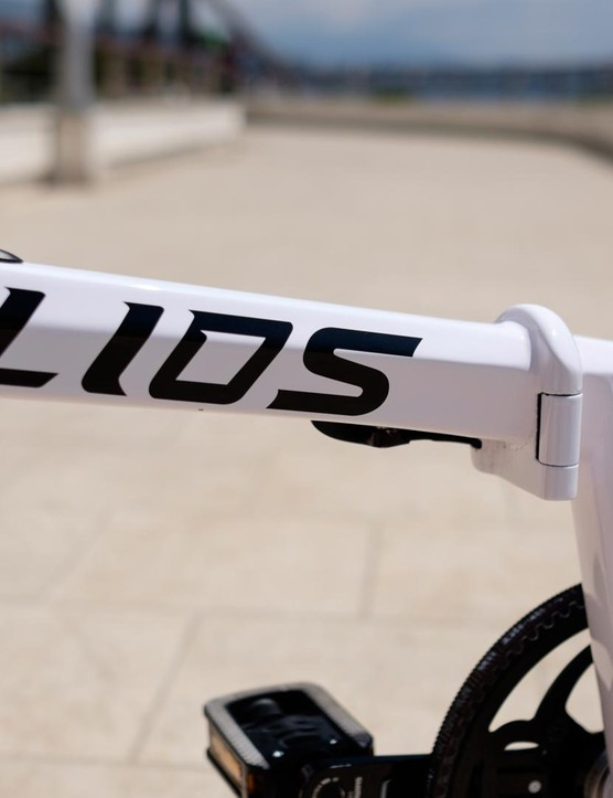 The carbon frame and fork of the Lios means this bike totals just 8.2kg (18.1lbs)