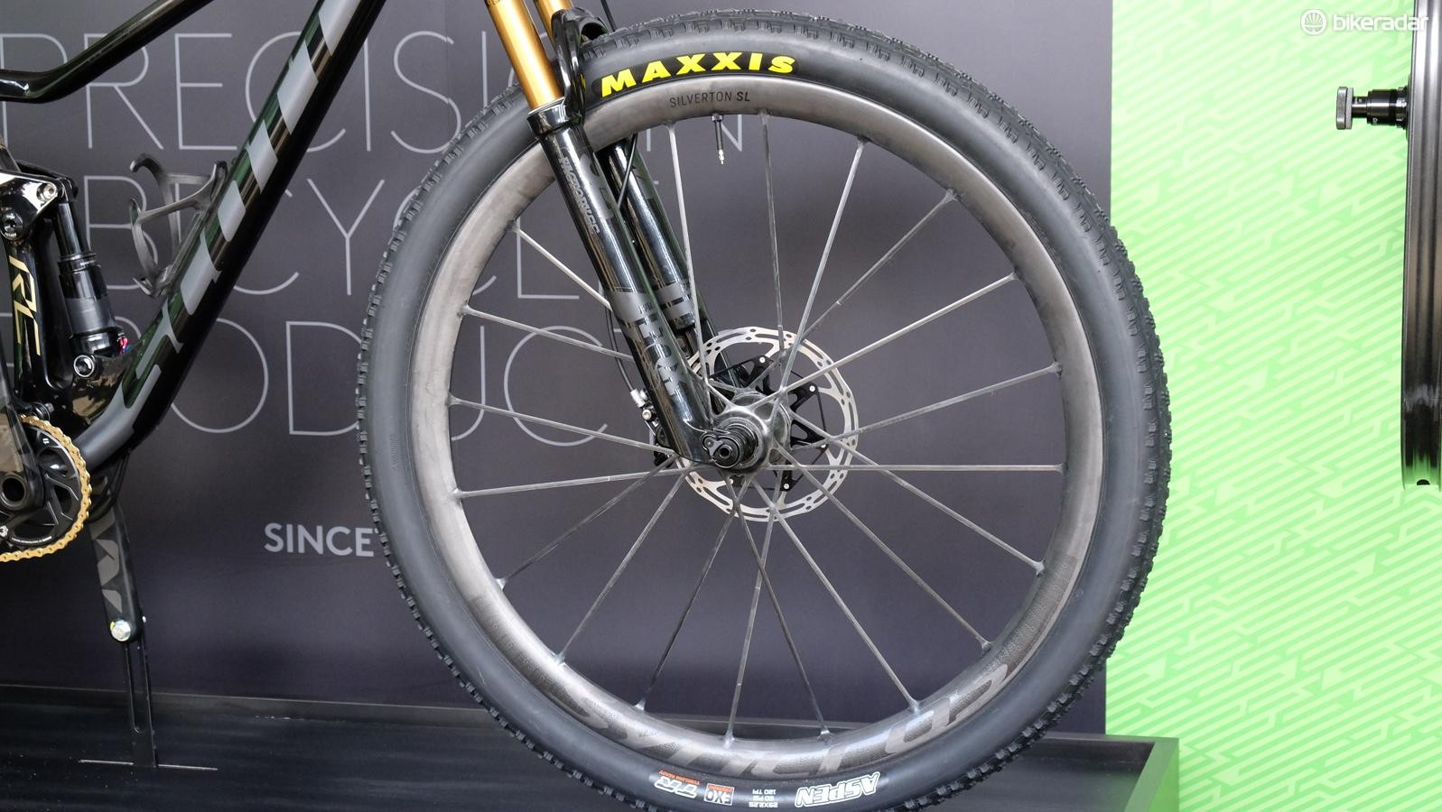The Silverton SL weighs in at just 1,250g (claimed) for the 29-inch set of full carbon wheels