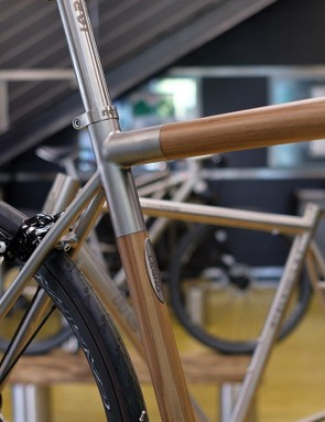The walnut wood of the frame is laminated from solid sections before being machine cut, treated and bonded to the titanium tubes