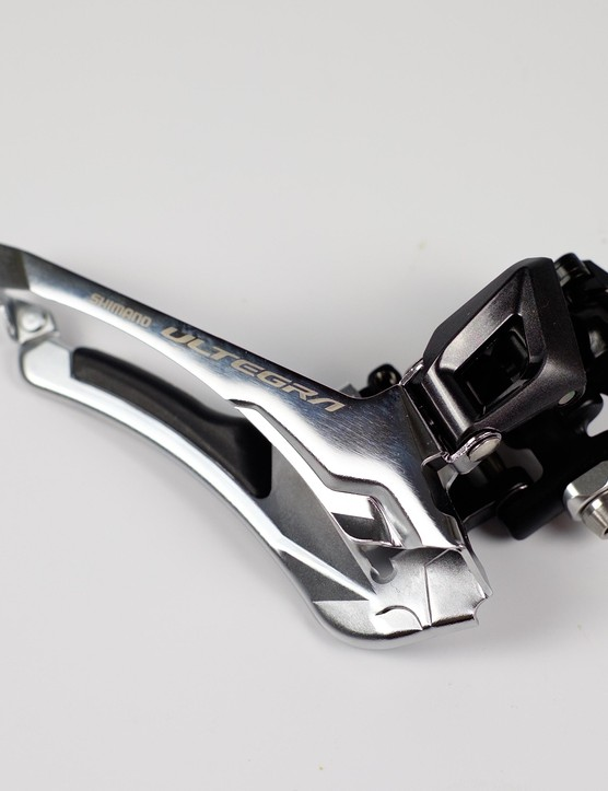 Gone is the long arm of Ultegra 6800 front derailleur