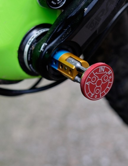 A magnet makes a pleasingly secure clunking noise and is designed to keep the tool in place when riding