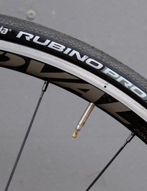 25mm Rubino Pros are seated on lightweight Oval Concepts alloy rims