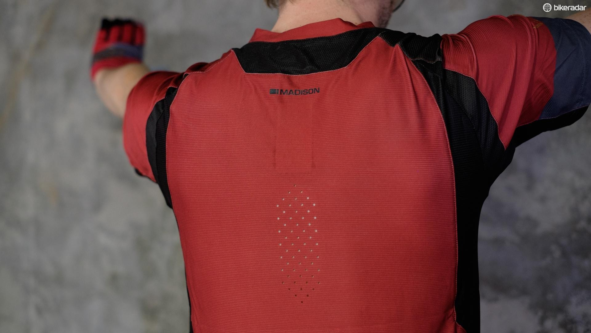 The vented section at the rear of the jersey looks like it'll be useful for when the going gets hot