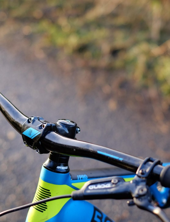 The 740mm handlebar and 50mm stem are a great choice