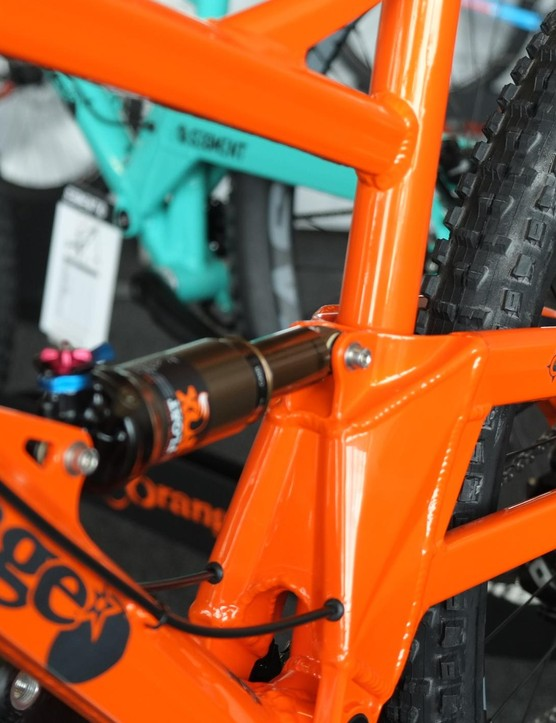 The swingarm strongly resembles that of Orange's longer travel Alpine 160