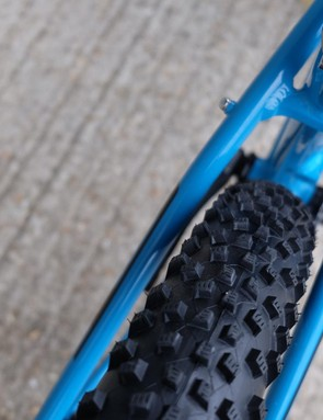 2.8in Schwalbe Rocket Ron tyres are fitted to rims with a 40mm internal width