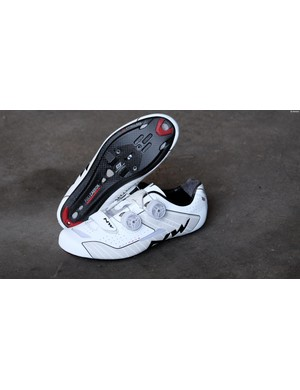 The Extreme WMN shoes have reflective detailing to increase your low-light visibility too