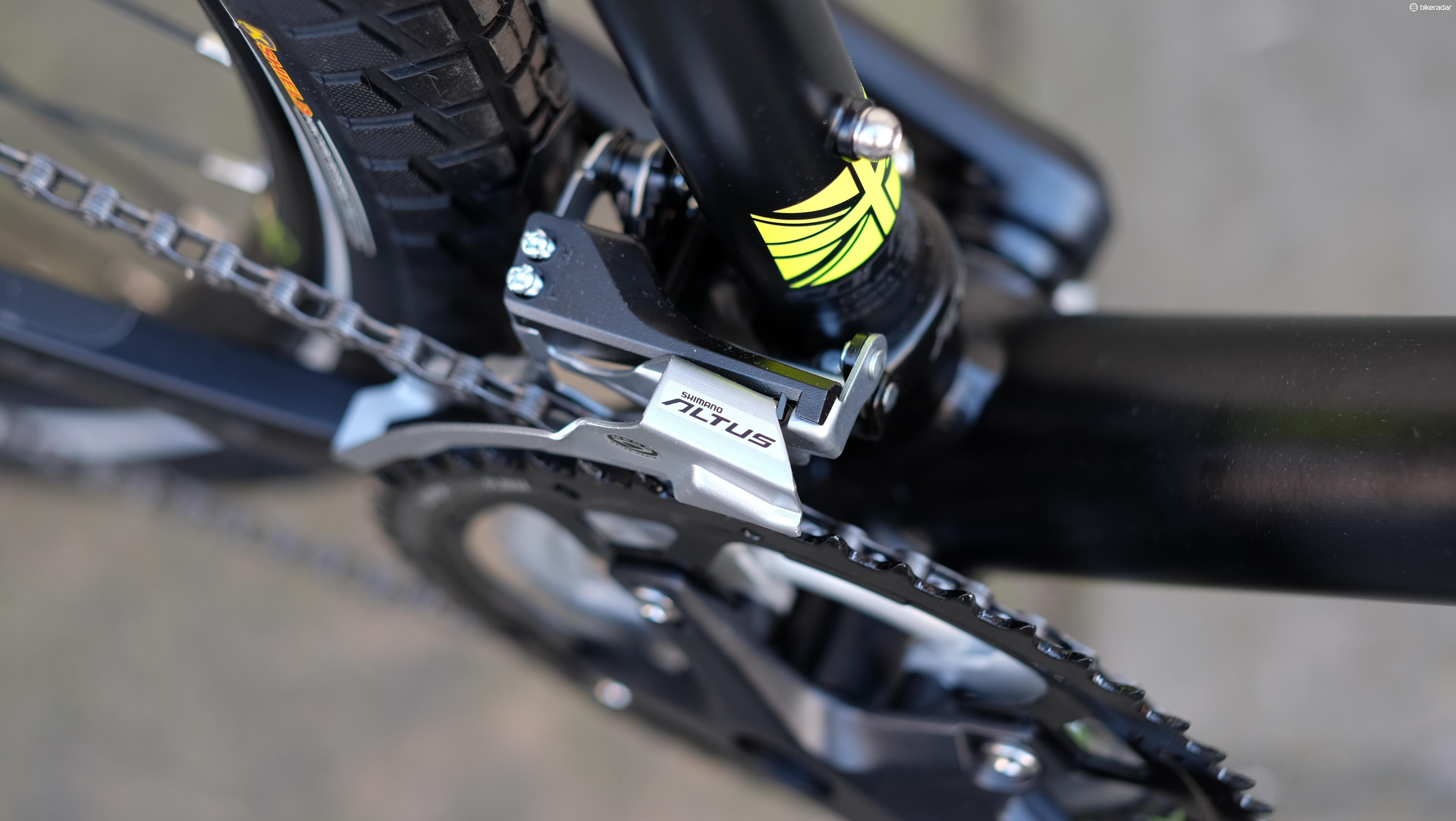 Shimano's Altus gearing isn't the prettiest but works just fine