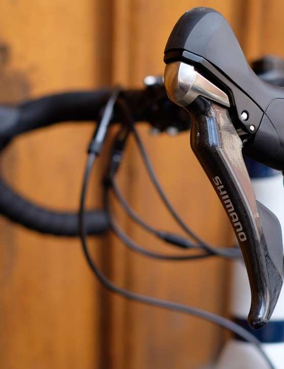 An 11-speed Ultegra groupset keeps things moving forward