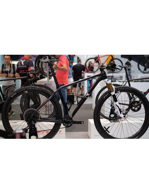 Also from AX-Lightness is the VIAL evo XC bike, just 6.9kg/15.2lb of it..