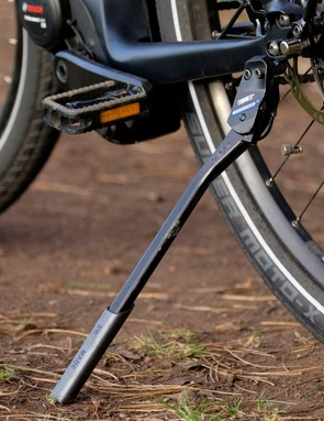 At a smidge over 25kg, the Super Commuter definitely needs its kick stand
