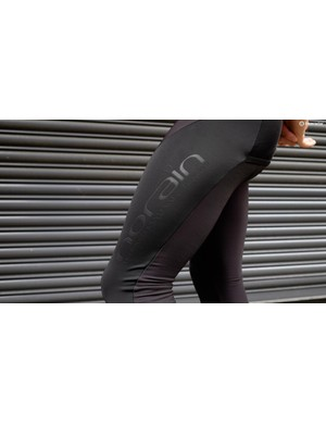 The tights are constructed from NoRain thermal material with extra layers on the thighs and knees