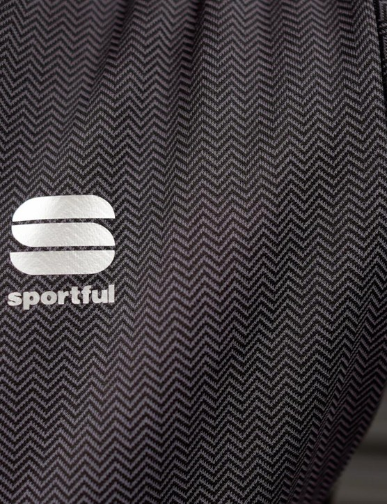 The Giara Softshell has a fine herringbone design on the upper section