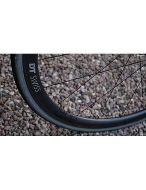 DT's PRC1400 Spline 35 wheels contribute a lot towards the Dare's sharp ride