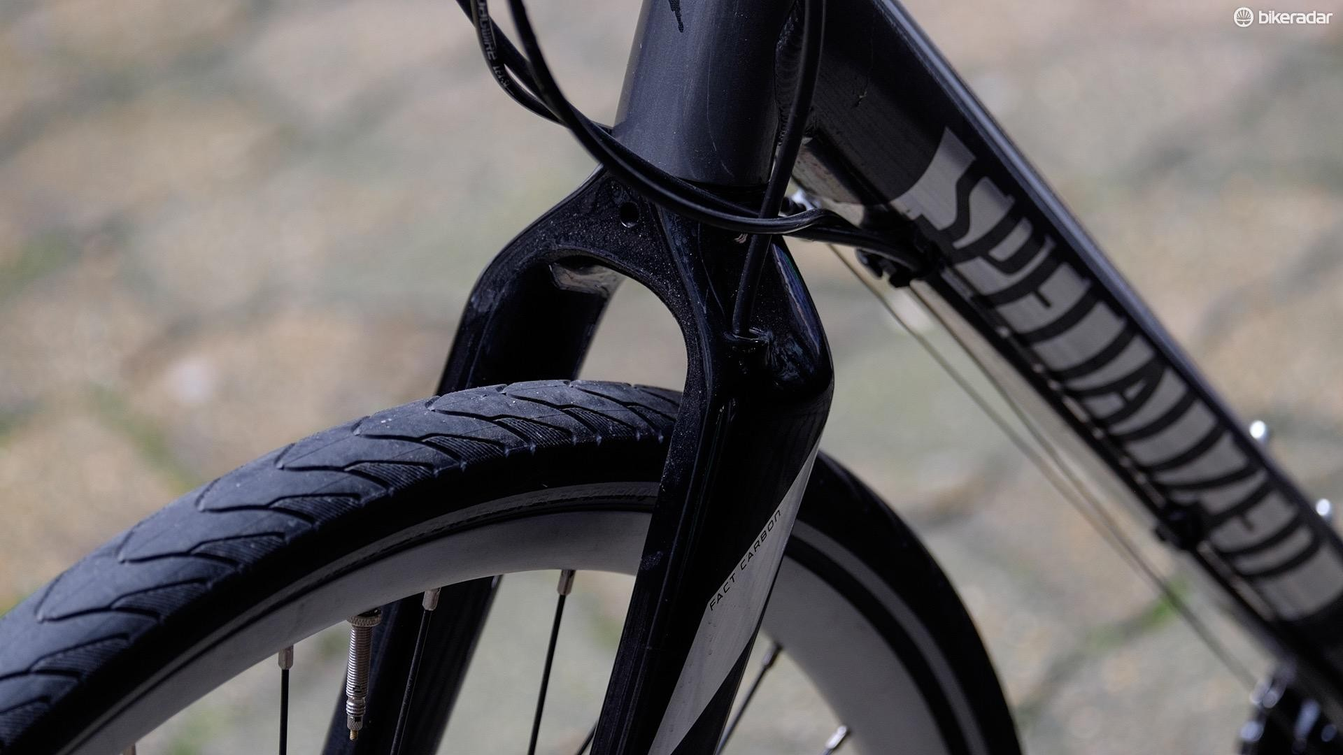The front brake hose is routed internally through the Sirrus' carbon fork