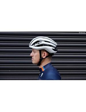 MET's Trenta 3K Carbon is one of our favourite road helmets