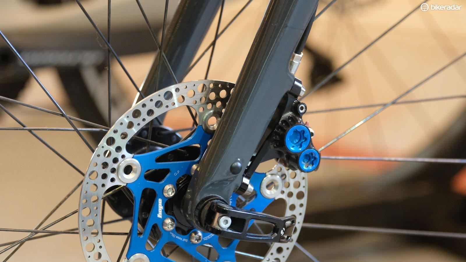 RX8 calipers can be attached to both Shimano or SRAM levers