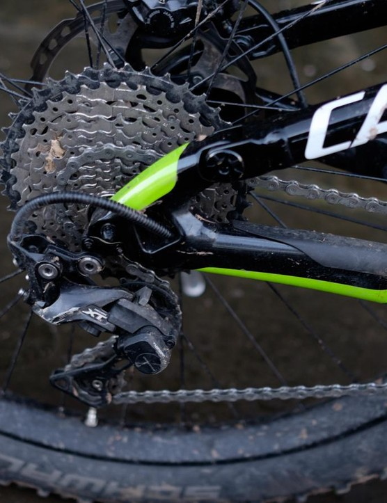 The Moterra uses a 1x11 Shimano XT drivetrain with an 11-42t cassette