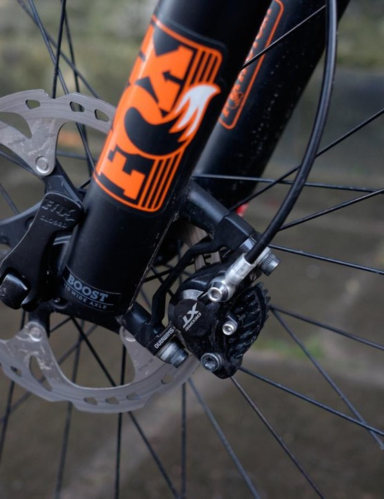 We can't help but suspect that the Moterra might be a bit underbraked considering its 23.15kg (51lbs) weight