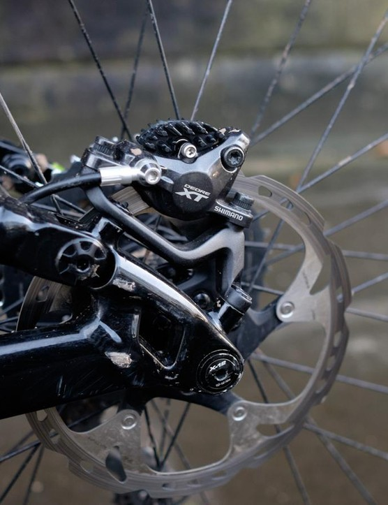 Cannondale chose to fit 180mm rotors to each of this bike's Shimano XT brakes