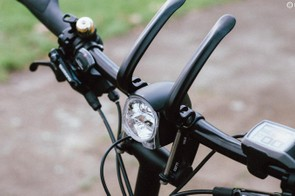 The clever handlebar adjustment system allows for tool-free reach and angle adjustment