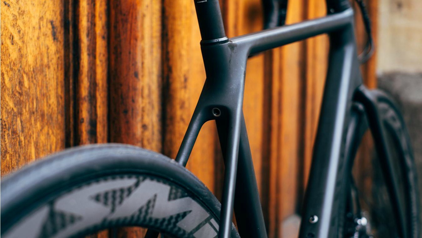 The integrated seatpost clamp is a lovely piece of design