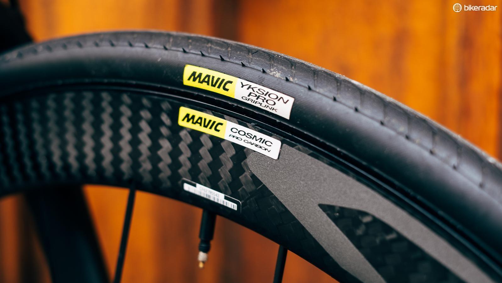 Mavic's new Cosmic Pro Disc wheelset comes shod with Mavic Yksion Pro 25mm clinchers