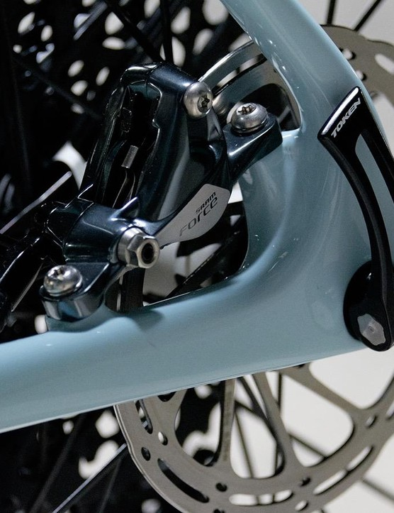 While flat mount now appears dominant, the V+1 sticks with posts