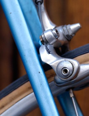 The DiaCompe brakes feature all sorts of early aero features