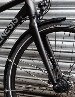 The Skyline 30 arrives with full-length mudguards and dynamo lighting already in place
