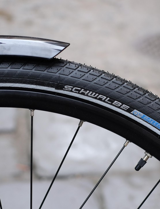 Fat 38mm Schwalbe Little Big Ben tyres should take the sting from the Skyline's alloy frame and fork